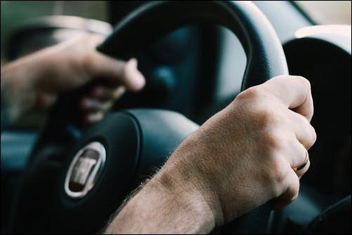 Sistemi avanzati di assistenza alla guida per migliorare la sicurezza degli adolescenti